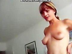 Oral Vergnügen und Cumshot zum rasierte Pussi