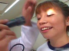 Sexy fille japonaise sucer ses Doktors