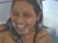 Индийские лесбиянки купаются вместе