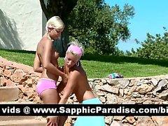 Reizvolle Blondine Lesbos zu lecken und zu Griff Möse im großen Outdoor
