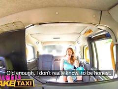 Weibliche Fake Taxi Wild Lesben teilen einen massiven Dildo