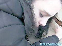 PublicAgent Вероника с большой синицы получает ее выбрит киску трахалась