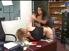 werknemer krijgt anaal gestraft