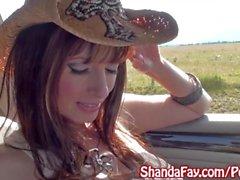 Kinky Milf canadien Shanda Fay souffle Hitch Randonneur à l'extérieur!