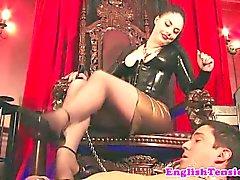 Mistress dominan con los pies