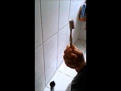 Leydi Kraliyet tarafından dişçi fırçası ile hizmetçi Nadja sıva banyo