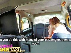 FemaleFakeTaxi Busty tätowiert sexy Lesben fuck in cab