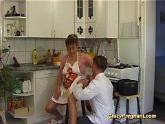 är gravid hemmafru knullas