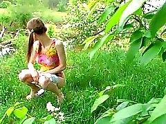 Huuuuge растительного во Pussy девушки Outdoor