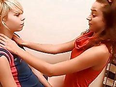 Chicks erhalten auszusetzen und Berühren rosa Klappen