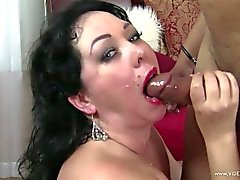 Luscious girlfriend gets her mouth filled with cum