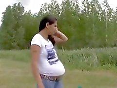 Uma orgia com uma mulher grávida