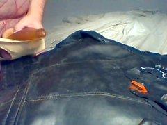 Сперма на марочные кожаный байкерский жакет носить два грязных ремешки