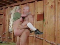Exército menina fode no quartel
