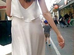 Veja completamente o vestido na rua