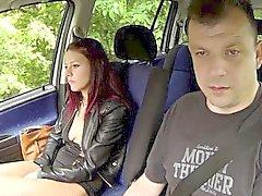 Young Tattoed Nainen vittuile sisään Auton ja Stranger MONEY