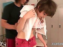D'Asie d'écolière cogné dans le Locker Au cours de de catégorie