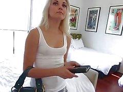 Beskrivits Video - MyBabySittersClub - Blonde Babysitter vill knulla