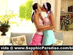 Потрясающая брюнетка Lesbos поцелуи и имеющие лесбо секс