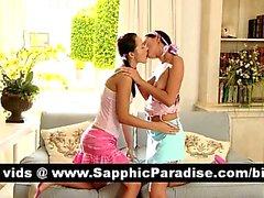 Lezbiyen seks öpüşme ve sahip çarpıcı esmer lesbos