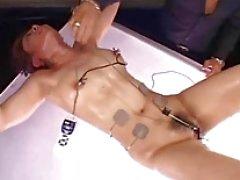 Amateure japanisch Sklaven Elektro BDSM and extreme Holzrack