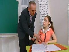 Mature opettajan hoitelee Barely Legal pimppi