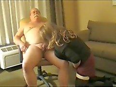 Grandpa Bigote de de Chub se hace chupar (lo siento , malas conversión )