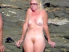 Amatööriluokassa alasti tyttöä rannalta esittää pussy nippa yksikymmentäyhdeksän