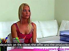 FemaleAgent. Horny MILF Agent hat einen weichen nassen Fleck für sexy Blondinen