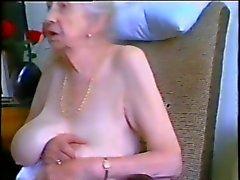 Granny mit grauen Haaren und nice tits