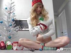 Tiny4k regalo de Navidad consolador utilizado antes de la mañana follar con Ivy Wolfe