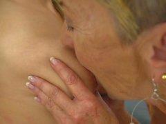 Ist groß haben eine lesbische Oma