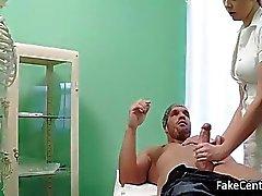 Блондинка медицинская сестра меня Сперма на ее заднице