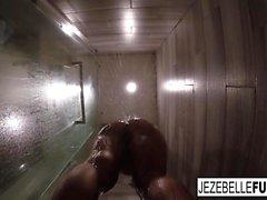 Джезебелл Бонд фильмы себя, принимая ванну