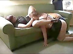 De deux femme chubby âge mûr partagent un Grosse bite black en trio
