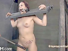 nena encadenado necesita tortura atractiva