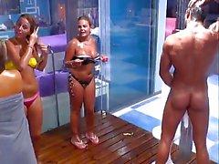 Одетая Женщина Голый душ ( Португалия)
