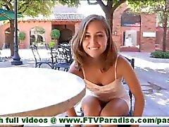 Riley incrivelmente sexy morena piscando calcinha e piscando buceta e levando roupa em público
