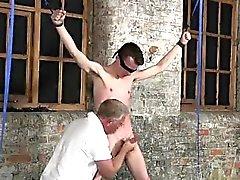 Jeune minet vidéo avec son sac molle tira sur et à son BRD de chair masculine