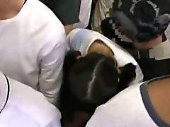 Ujo Girl hapuili sekä käytetty junalla