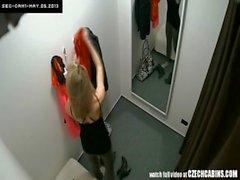 VOYEUR Unter Zwei Überwachungs Cams in der Umkleideraum