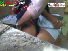 Lungi Man scopa la Sari donna dura Sesso all'aperto