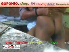 Lungi Homem fode Sari Mulher Hard Sex ao ar livre