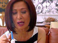 70 лет азиатский бабка берет анала