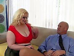 Blonde platine Belles femmes rondes de Klaudia Kelly fait un grosse bite