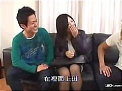 2 cenas de pornografia asiática censurado : Brinquedos , impressões, uma foda casal e um ménage à trois