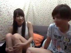 Asain Amateur gefickt in ihrer haarigen japanischen Pussy Uncensored