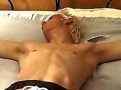 Rubias galería twinks homosexuales primer tiempo Tickle Durante Evan