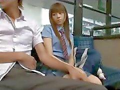 Otobüs On Schoolgirl - Japon