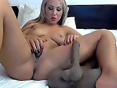 Красивый дизайн камерой показывает ей жирную мастурбируют и форм